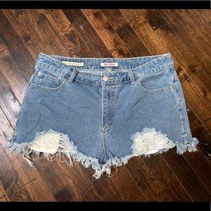 < Distressed Denim Shorts >